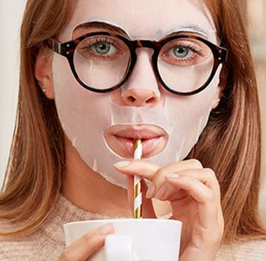 Simple sheet mask sheet mask with glasses 700x686